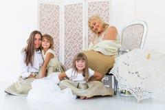 Oma, moeder en dochters Stock Foto's
