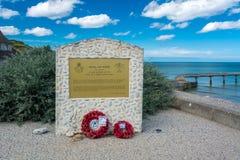 Omaha Beach monument till Royal Air Force arkivbild