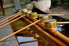Omairi洗涤的仪式在日本 库存图片