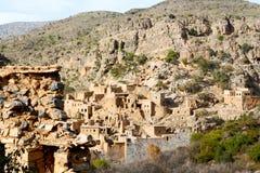 in Oman-Berg das alte verlassene Dorfbogenhaus und -cl Lizenzfreies Stockbild
