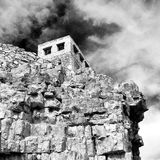 in Oman-Berg das alte verlassene Dorfbogenhaus und -cl Stockbild