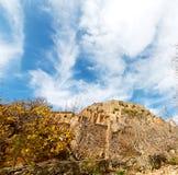 in Oman-Berg das alte verlassene Dorfbogenhaus und -cl Lizenzfreie Stockbilder