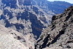 Oman berglandskap av den omanska stora kanjonen Royaltyfri Fotografi
