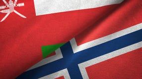 Oman en Noorwegen twee vlaggen textieldoek, stoffentextuur vector illustratie