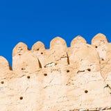 in Oman-Muskatellertraube der alte defensive Fort battlesment Himmel a Lizenzfreies Stockbild