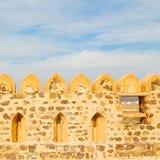 in Oman-Muskatellertraube der alte defensive Fort battlesment Himmel a Lizenzfreie Stockbilder