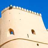 in Oman-Muskatellertraube der alte defensive Fort battlesment Himmel a Lizenzfreies Stockfoto