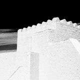 in Oman-Muskatellertraube der alte defensive Fort battlesment Himmel a Lizenzfreie Stockfotos