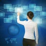 Oman que empurra a tecla virtual na relação do Web Fotografia de Stock Royalty Free