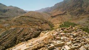 Omani dorp in de bergen stock videobeelden