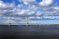 ombord för den charleston för bron för det akaarthur fartyget turnerar tagen sc för floden för ravenel för jren cooperen Bro i Ch royaltyfri foto
