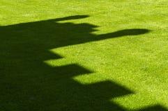 Ombra del castello su erba immagini stock libere da diritti