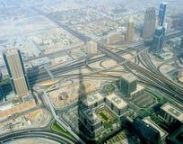 Ombra della costruzione più alta sulla città della Dubai Immagini Stock