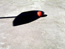 Ombra della rete e di pallacanestro Fotografia Stock Libera da Diritti