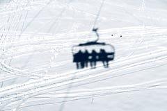 Ombra della seggiovia nella neve Fotografie Stock Libere da Diritti