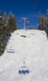 Ombra e collina dell'elevatore di corsa con gli sci Immagini Stock Libere da Diritti
