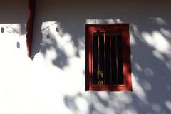 Ombra sulla finestra della parete immagine stock libera da diritti