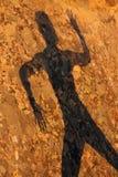Ombra umana sulla roccia fotografia stock