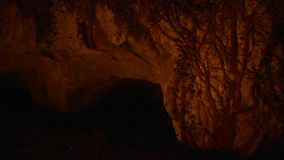 Ombra in una caverna SF archivi video