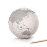 Ombragez la carte de l'Asie et de l'Australie sur le globe de papier Photo libre de droits