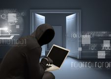 Ombre avec le pull molletonné travaillant sur l'ordinateur portable dans une chambre Photos stock