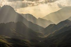 Ombre d'une couche de montagne Images stock