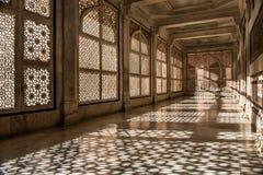 Ombres de dentelle de pierre de mosquée de Fatehpur Sikri Photographie stock libre de droits
