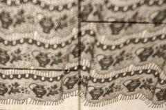Ombre de rideau sur un plancher carrelé images libres de droits