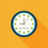 Ombre de Sunny Clock With Shamrocks And bonjour longue Images libres de droits