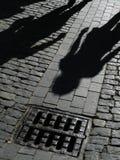 Ombre della gente sulla via Fotografia Stock Libera da Diritti