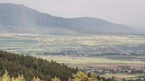 Ombre della nuvola sopra il villaggio archivi video