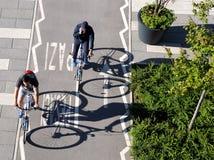 Ombre delle ruote di bicicletta fotografie stock libere da diritti