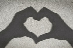 Ombre des mains formant le coeur Photos libres de droits