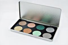 Ombre di occhio impostate Isolato su priorità bassa bianca Tavolozza verde dell'ombretto in argento Fotografia Stock
