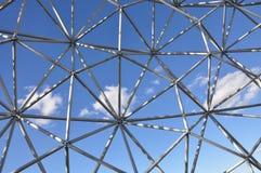 Ombre, lumière et modèles à la biosphère à Montréal photographie stock libre de droits