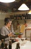 Ombreggi i vini, il d'ombra del vino e gli ossequi nella barra di Al Timon Fotografia Stock Libera da Diritti