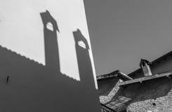 Ombreggia i camini in Apricale Imperia, Liguria, Italia fotografie stock