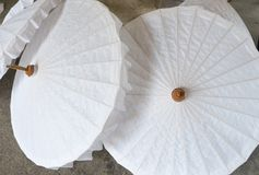 Ombrelli di carta nella fabbricazione di carta Fotografia Stock