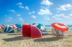 Ombrelli di spiaggia alla mattina Miami Beach Immagini Stock Libere da Diritti