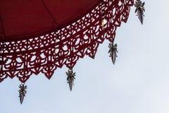 Ombrelli e cielo a file Immagine Stock