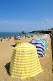 Ombrelli in spiaggia di Biarritz Immagini Stock Libere da Diritti