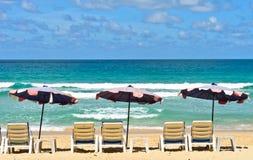 Ombrelli sulla spiaggia Immagini Stock