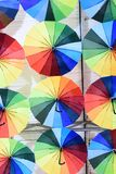Ombrelli surreali multicolori immagini stock