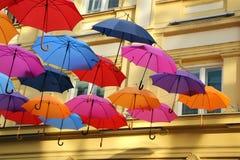 Ombrelli variopinti a Belgrado fotografia stock