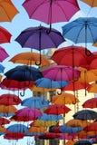 Ombrelli variopinti a Belgrado immagini stock