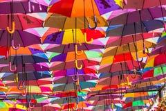 Ombrelli variopinti nel giardino di miracolo del Dubai Immagini Stock Libere da Diritti