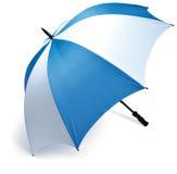 Ombrello blu e bianco di golf su una priorità bassa bianca Immagini Stock Libere da Diritti