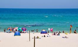 Ombrello Colourful: Spiaggia di Cottesloe Immagini Stock Libere da Diritti
