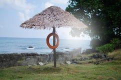 Ombrello del parasole ad una spiaggia Immagine Stock Libera da Diritti