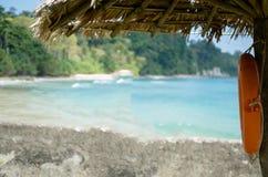 Ombrello del parasole ad una spiaggia Fotografie Stock Libere da Diritti